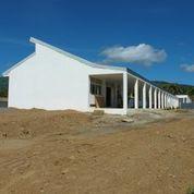 唯一完成している校舎。まだ窓は設置されていない。