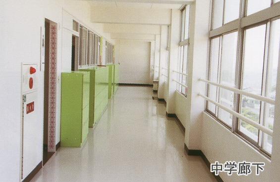 中学廊下です。