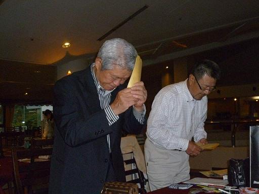 表彰を受ける11期の竹田奉正さんと、28期の吉村弘美さんのお二人です。